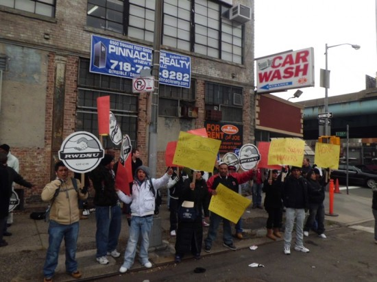 Elected officials back strikers vs. car wash